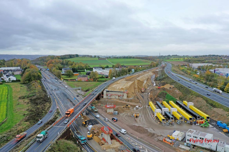 November 2019 – Stützen der neuen Brücke sind fertig und Längsträger liegen bereit